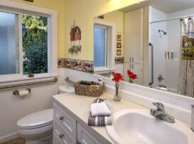 Ella's Suite bathroom