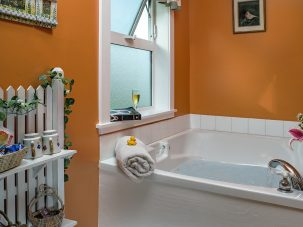 Country Clover bathtub