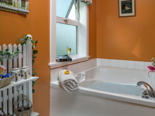 Country Clover bathtub